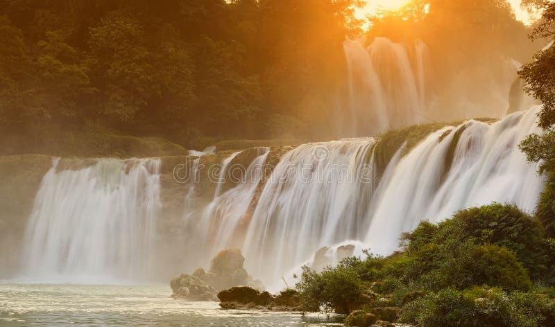 DeTian Wasserfall lizenzfreie stockbilder