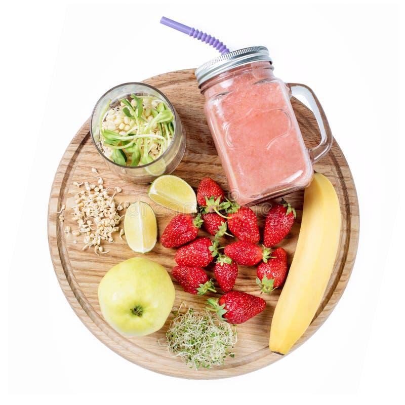 Detox czyści napój, owoc i jagody smoothie składniki, Naturalny, organicznie zdrowy sok dla ciężar straty diety, lub zdjęcie royalty free
