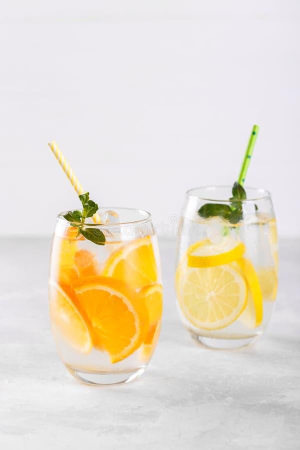 Detox owoc natchnąca woda obraz royalty free