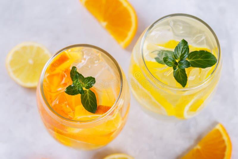 Detox owoc natchnąca woda fotografia stock