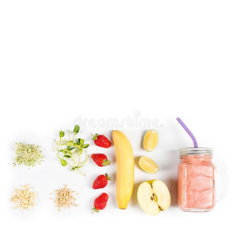 Detox reinigt drank, vruchten en bessen smoothie ingrediënten Natuurlijk, organisch gezond sap voor het dieet van het gewichtsver stock afbeelding