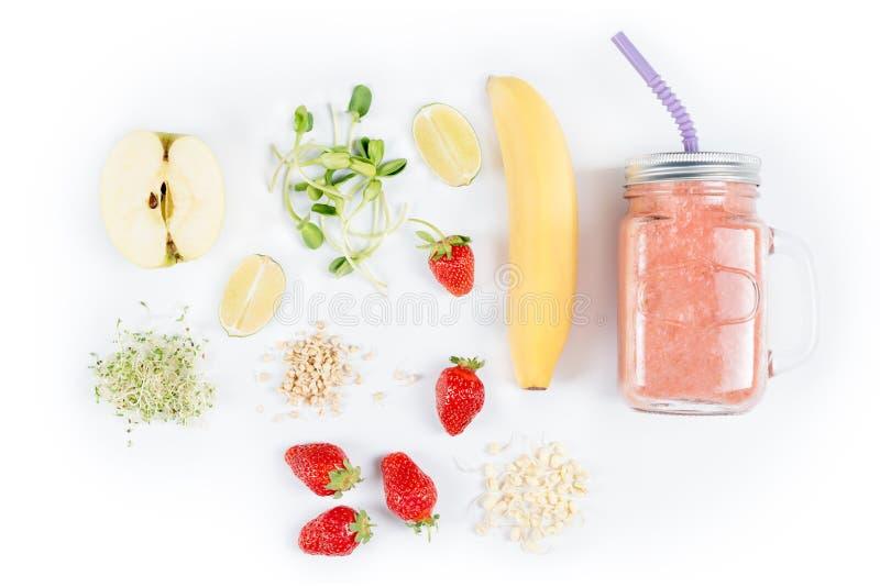 Detox reinigt drank, vruchten en bessen smoothie ingrediënten Natuurlijk, organisch gezond sap voor het dieet van het gewichtsver royalty-vrije stock foto's