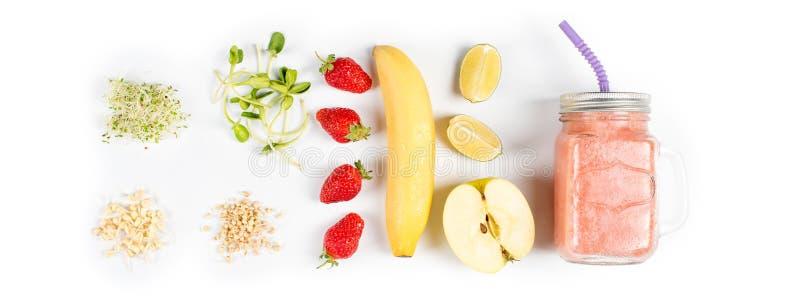 Detox reinigt drank, vruchten en bessen smoothie ingrediënten Natuurlijk, organisch gezond sap voor het dieet van het gewichtsver stock afbeeldingen