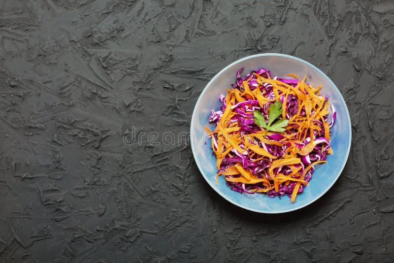 Detox sunt äta, röd kål, morötter, grönsak, mat, fr royaltyfri foto
