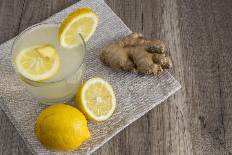 Detoxcitron och Ginger Drink royaltyfri bild