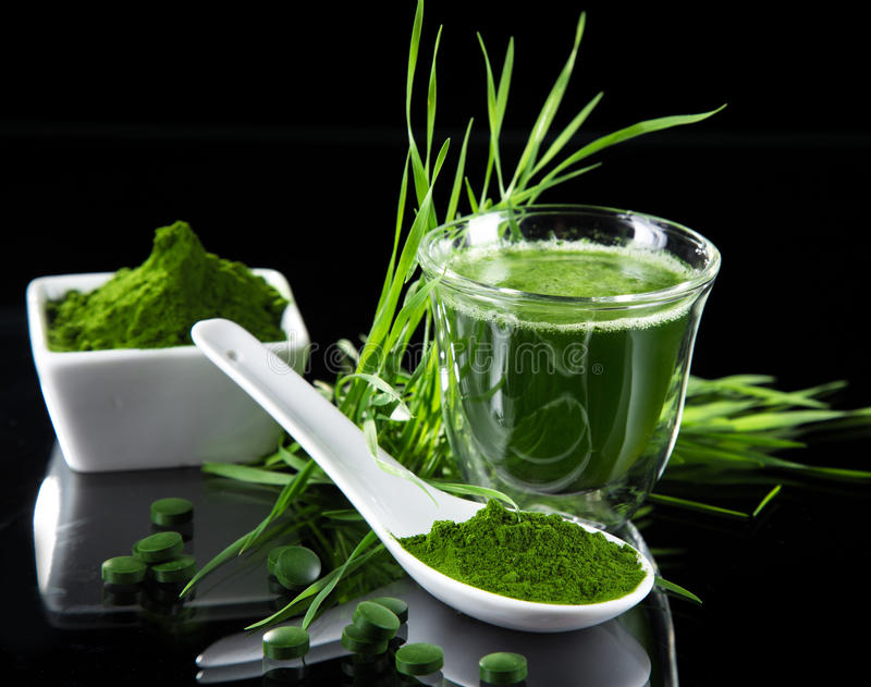 detoxification młody jęczmień, chlorella superfood obraz stock