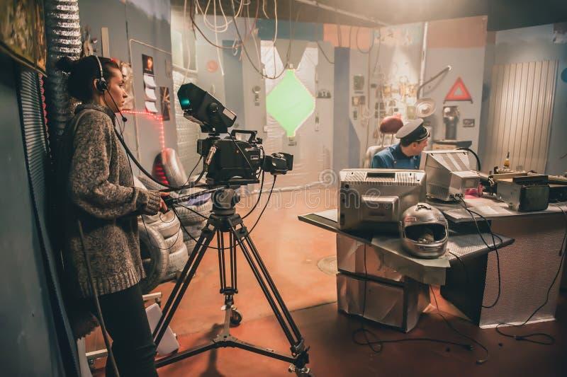 Detrás de la escena Actor delante de la cámara fotos de archivo libres de regalías