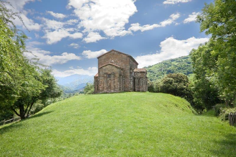 Detrás de la iglesia de Santa Cristina de Lena fotografía de archivo libre de regalías
