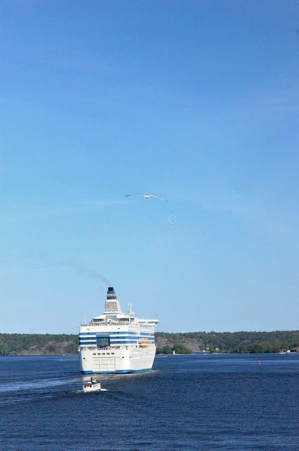 Detrás del barco de cruceros imagen de archivo libre de regalías