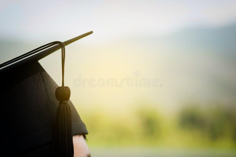 Detrás del graduado el día de graduación fotografía de archivo libre de regalías