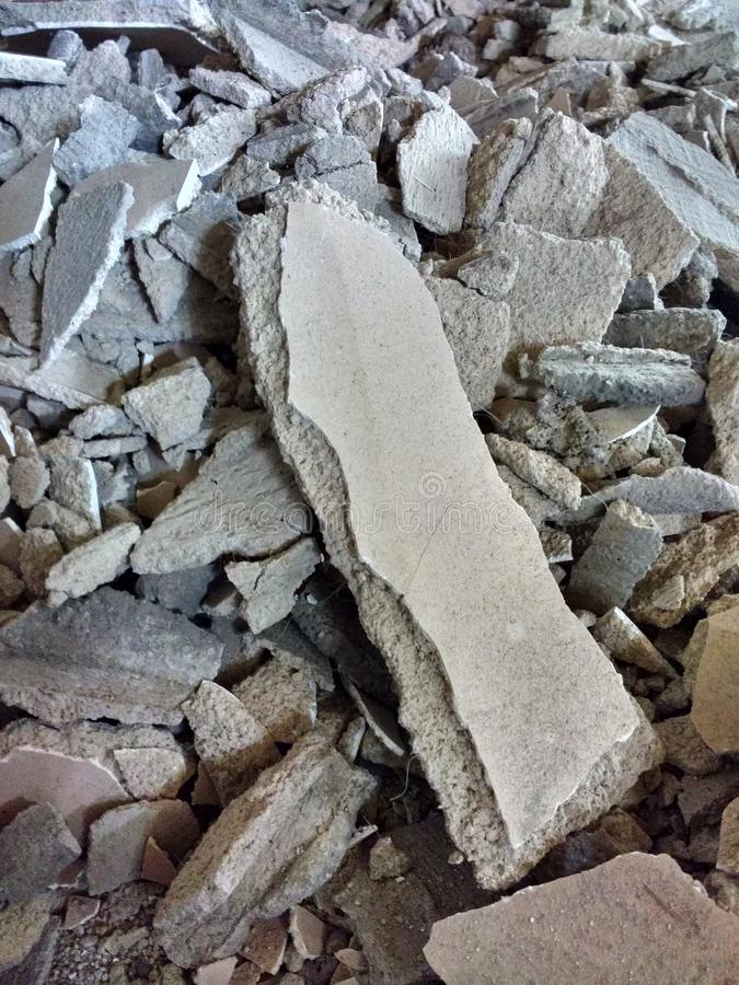 Detriti dal progetto domestico di rinnovamento, macerie concrete fotografia stock libera da diritti