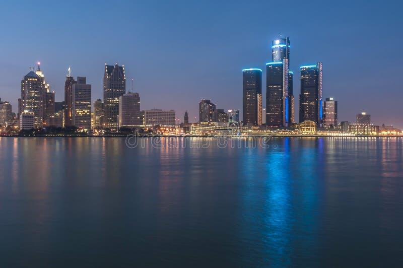 Detroit bij nacht stock afbeeldingen