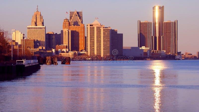 Detroit en frente del río fotografía de archivo