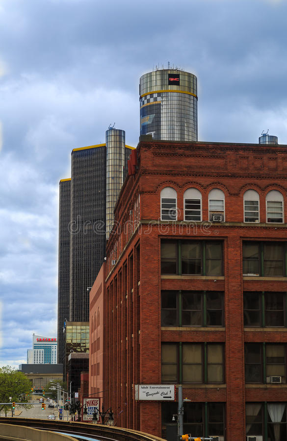 Detroit horisont som ser in mot konferensmitt och Kanada arkivbilder