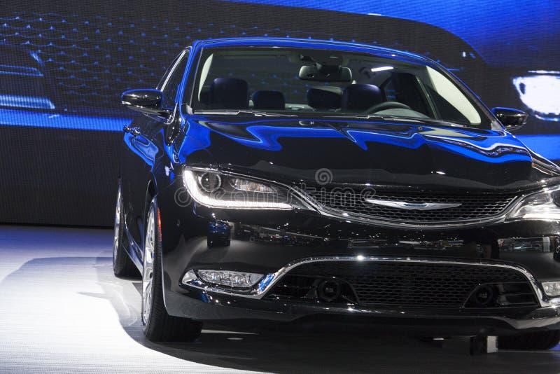DETROIT - JANUARI 26: 2014 Chrysler 200 medio-Groottesedan bij Th stock afbeeldingen