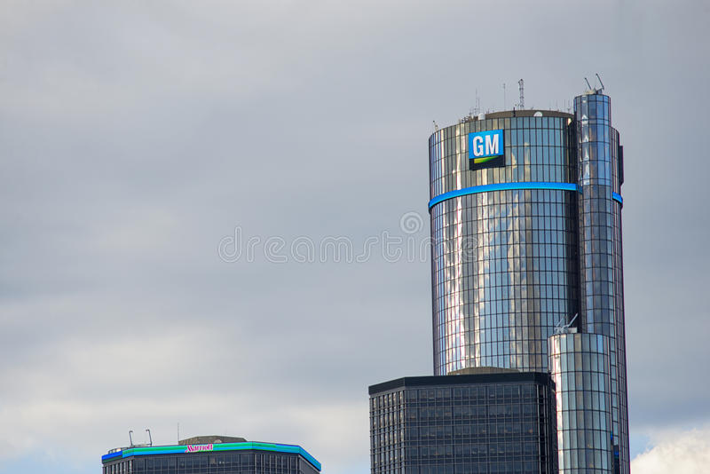 DETROIT MI - AUGUSTI 21, 2016: General Motors byggnad, GM Headquar royaltyfri fotografi