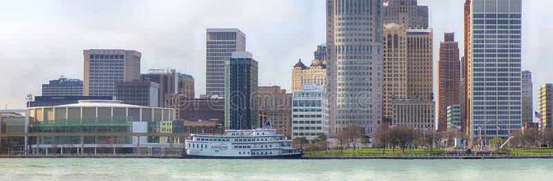 DETROIT, MI - 8 DE ABRIL DE 2017: Vista panorámica de Detroit céntrica foto de archivo