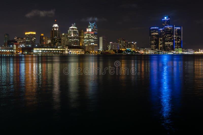 Detroit miasta nabrzeże i linia horyzontu zdjęcie stock