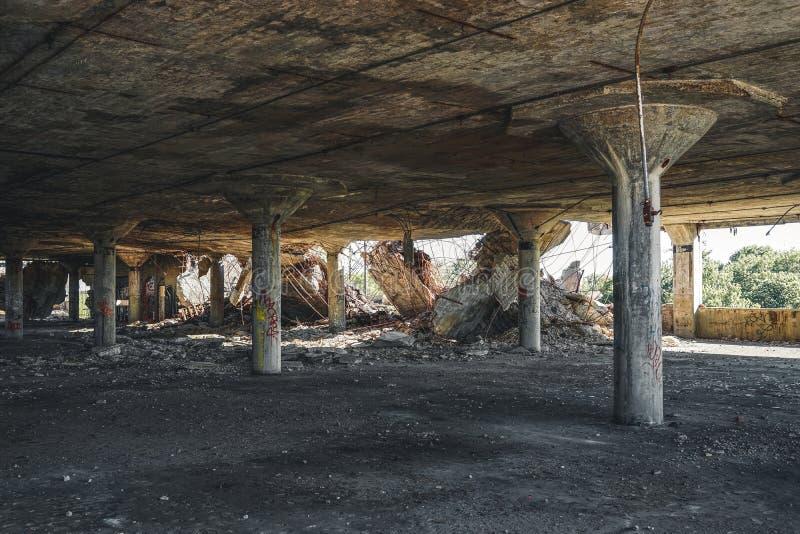 Detroit, Michigan, Estados Unidos - 18 de octubre de 2018: Vista exterior de la planta automotriz abandonada de Packard con agua imagen de archivo libre de regalías
