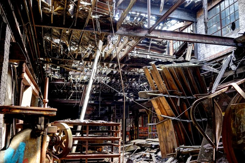 Detroit, Michigan, Estados Unidos - 18 de outubro de 2018: Opinião Gray Iron Factory abandonado em Detroit Cinza de Detroit imagens de stock