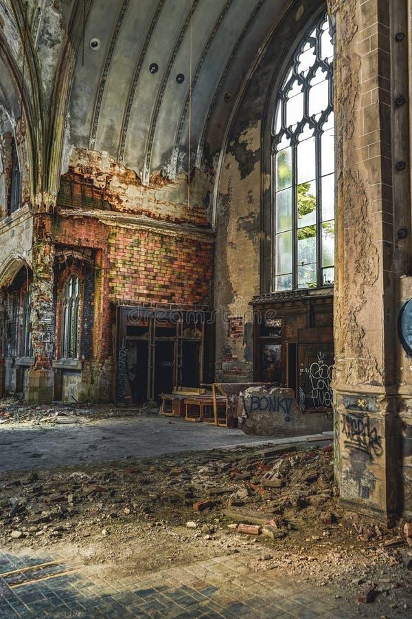 Detroit, Michigan, o 18 de maio de 2018: Vista interior de St abandonado e danificado Agnes da igreja em Detroit imagem de stock