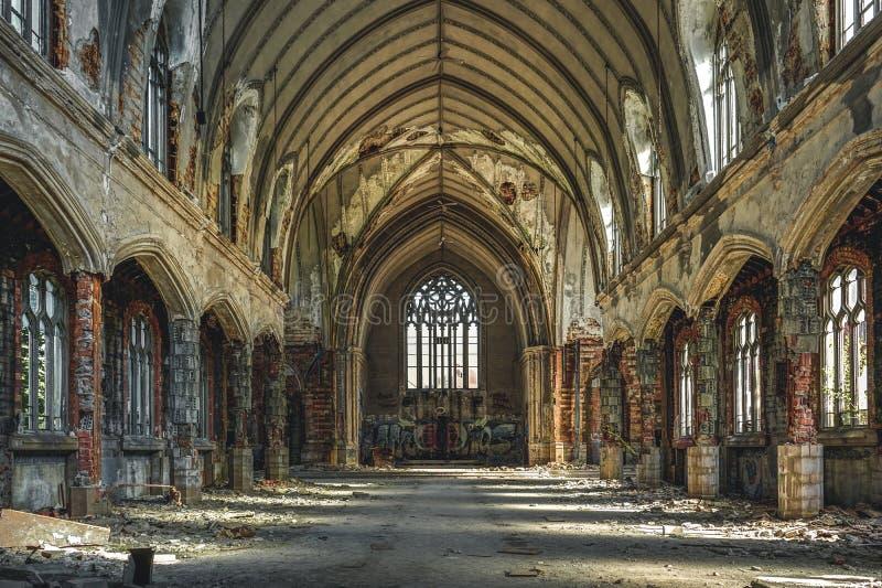 Detroit, Michigan, o 18 de maio de 2018: Vista interior de St abandonado e danificado Agnes da igreja em Detroit foto de stock royalty free