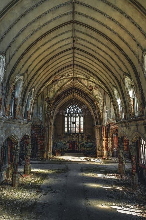Detroit, Michigan, o 18 de maio de 2018: Vista interior de St abandonado e danificado Agnes da igreja em Detroit imagem de stock royalty free