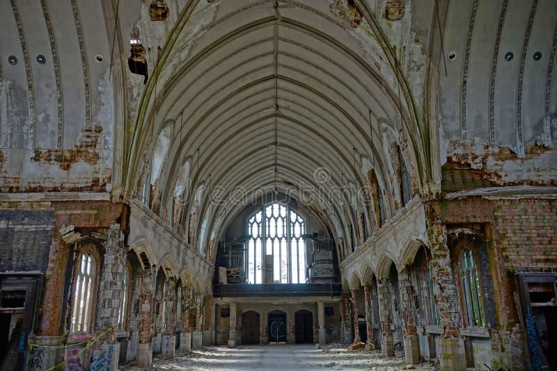 Detroit, Michigan, o 18 de maio de 2018: Vista interior de St abandonado e danificado Agnes da igreja em Detroit fotos de stock