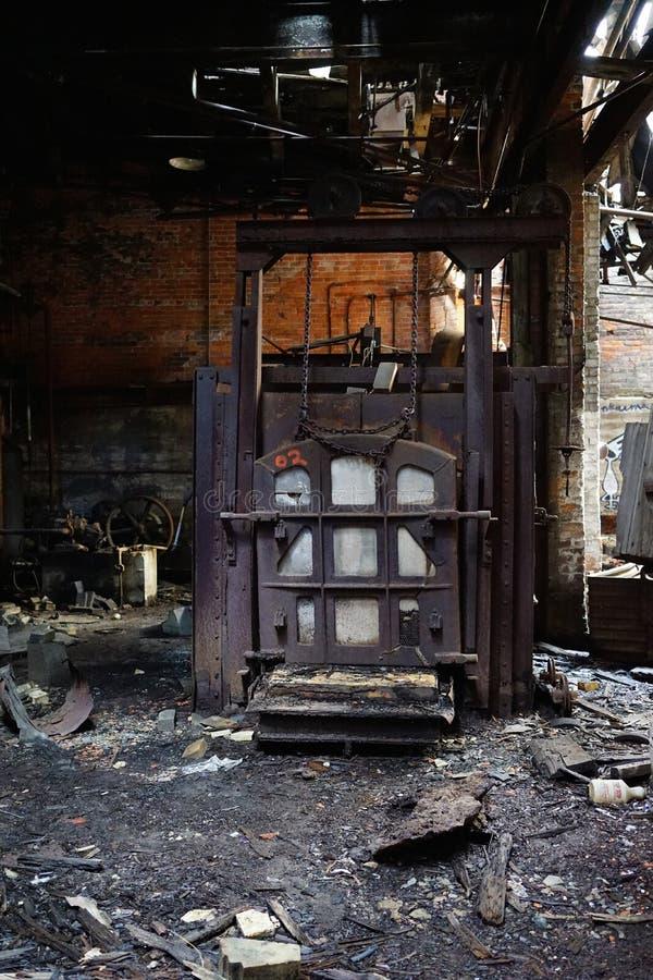 Detroit, Michigan, Stati Uniti - 18 ottobre 2018: Punto di vista di Gray Iron Factory abbandonato a Detroit Detroit grigia immagine stock libera da diritti