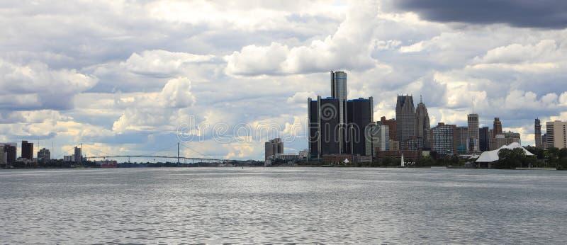 Detroit, Michigan, Windsor, Ontario en de Ambassadeur Bridge stock afbeelding
