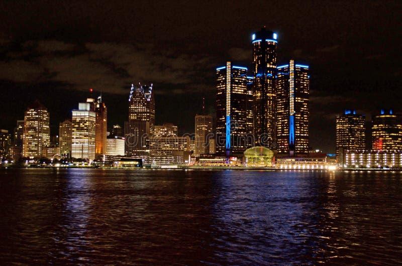 Detroit sköt panorama- horisont på natten November 2017 royaltyfri foto