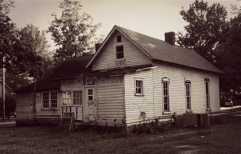 Detta gamla övergav hus fotografering för bildbyråer