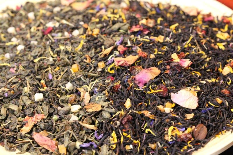 Detta kinesiska te En spridning av torrt te Sidorna torkas royaltyfri bild