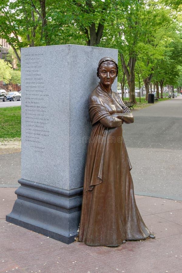 Detta slut av en bronsstaty på brittiska samväldetaveny visar upp Abigail Adams First Lady royaltyfria foton