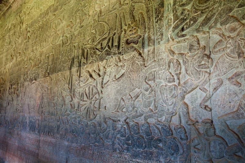 Dettagli dei simboli religiosi khmer antichi della religione nelle pitture di parete in tempio Angkor Wat immagine stock libera da diritti