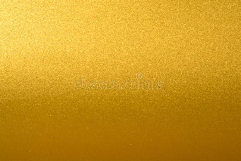 Dettagli del fondo dorato di struttura con la pendenza e l'ombra Parete della pittura di colore dell'oro Fondo dorato di lusso e fotografie stock libere da diritti