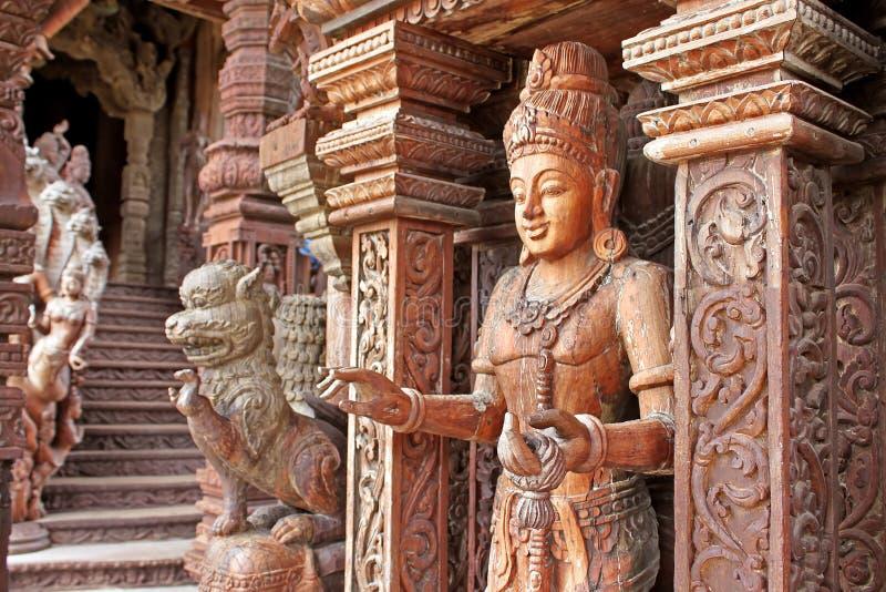 Dettagli del santuario del tempio di verità, Tailandia fotografia stock
