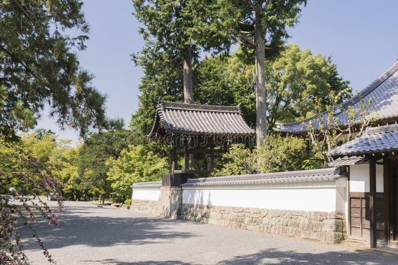 Dettagli del tempio giapponese di legno tradizionale immagine stock libera da diritti