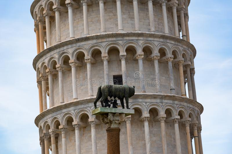 Dettagli dell'esterno della torre pendente di Pisa, il quadrato del dei Miracoli della piazza di miracoli a Pisa, Toscana, Italia immagine stock