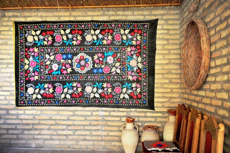Dettagli dell'interno della casa orientale tradizionale fotografie stock