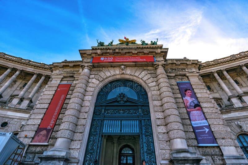 Dettagli della facciata del palazzo di Hofburg con Heldenplatz a Vienna fotografia stock libera da diritti