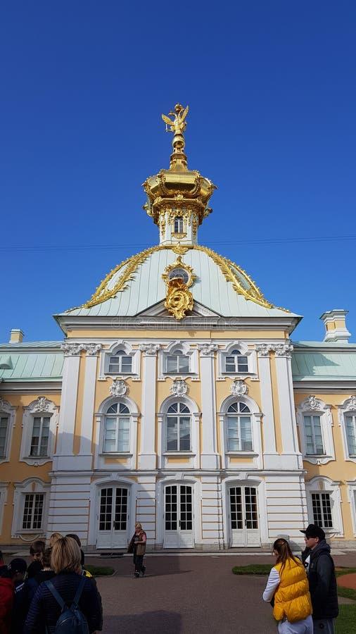 Dettagli di Peterhof Chiesa dorata fotografia stock
