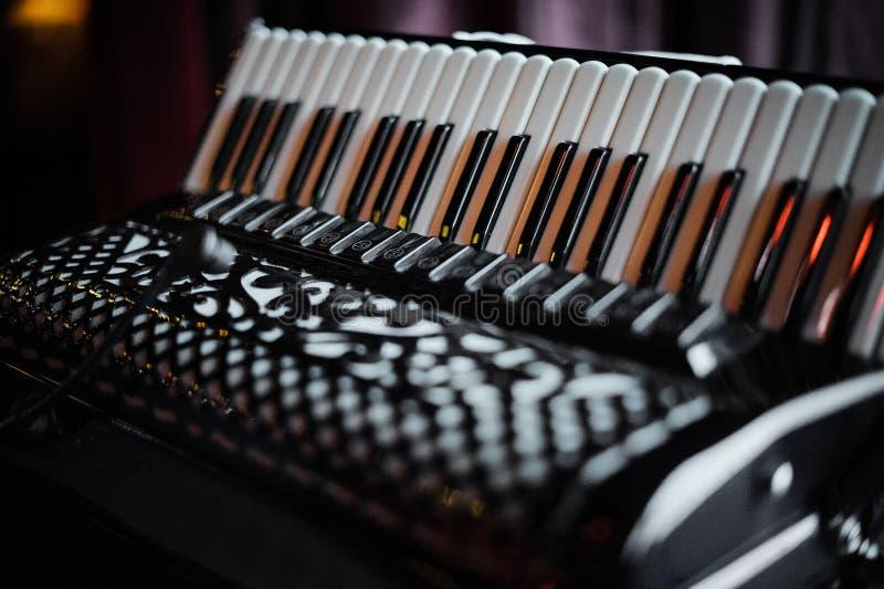 Dettagli di vecchia fisarmonica immagini stock