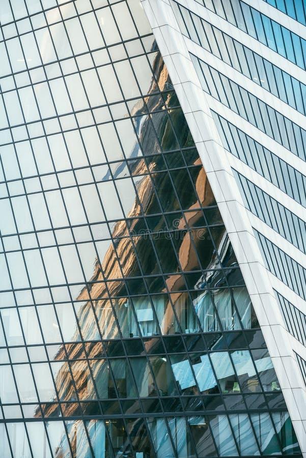 Dettagli fondo di costruzione moderno di affari della facciata del metallo e di vetro di architettura Riflessioni astratte illustrazione vettoriale