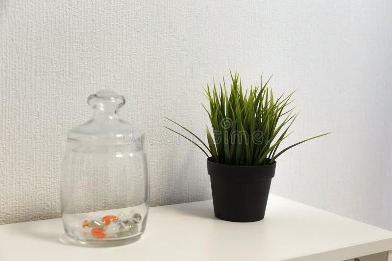 Dettagli interni con pianta dalla camera da letto fotografia stock