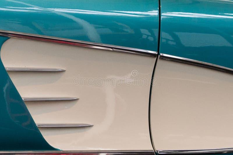 Dettaglio 1958 del pannello laterale di Chevrolet Corvette immagine stock