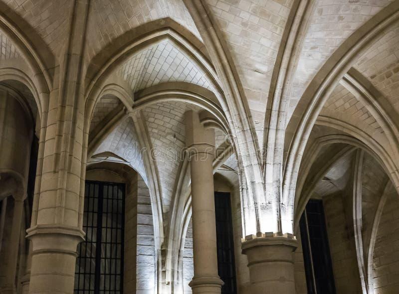 Dettaglio, arché di pietra in Conciergerie, Parigi, Francia fotografia stock libera da diritti