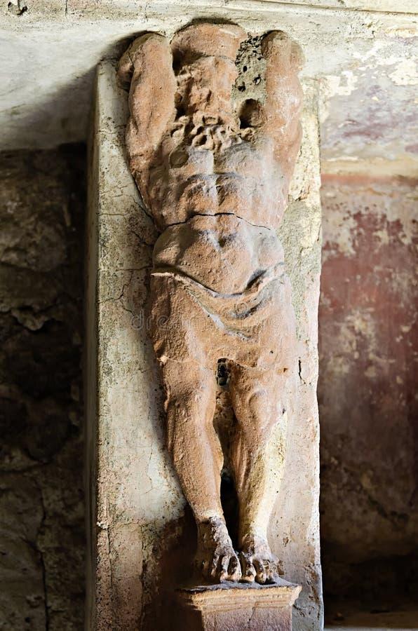 Dettaglio architettonico, cariatide nei bagni di Pompei fotografia stock libera da diritti