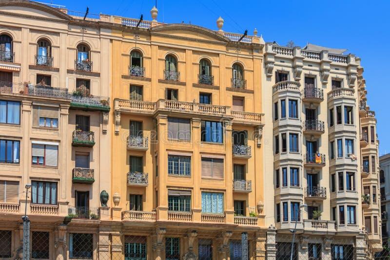 Dettaglio architettonico della facciata tipica nel centro urbano di Barcel fotografie stock