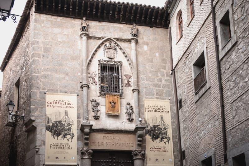 Dettaglio architettonico della posada de la Hermandad, una costruzione nel centro storico di Toledo, spagna fotografia stock libera da diritti